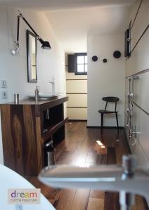 agencement bois en palissandre, sanitaires Duravit et mobilier
